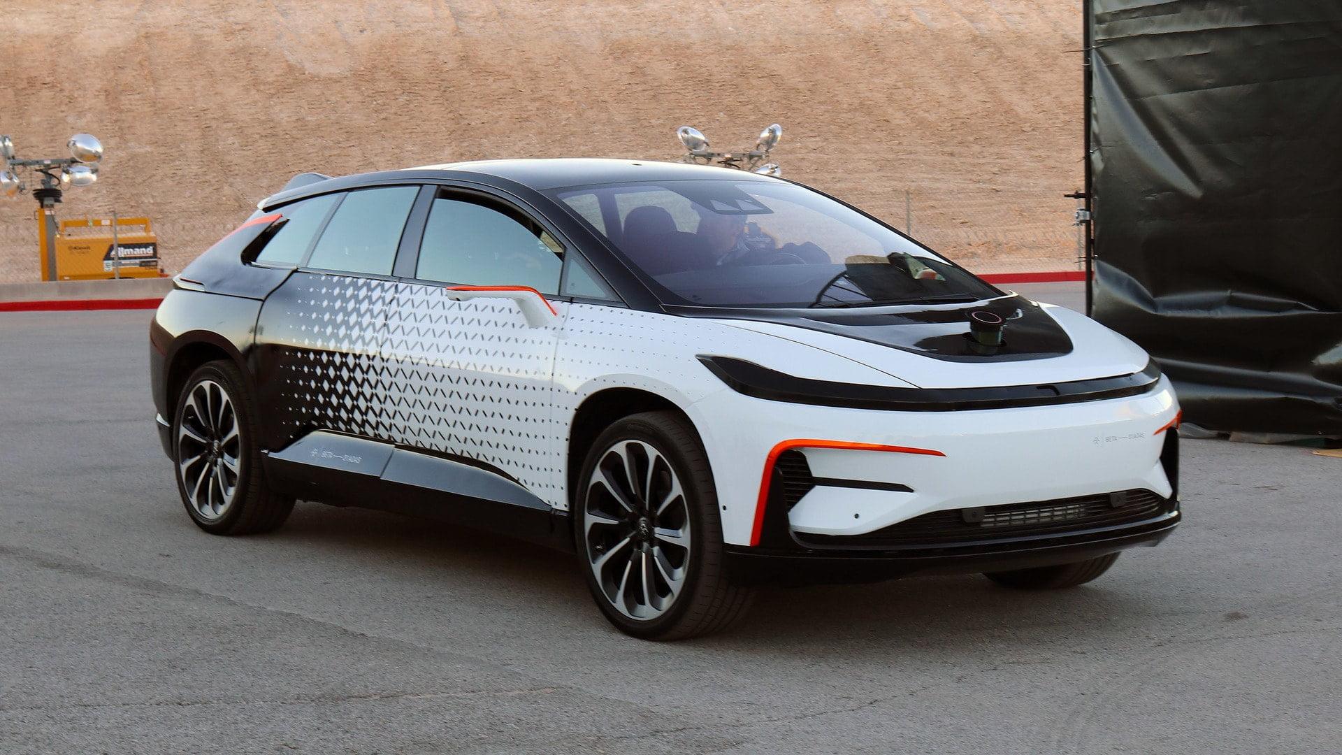 Yakın Geleceğin Sürücüsüz ve Elektrikli Otomobili Tanıtıldı !