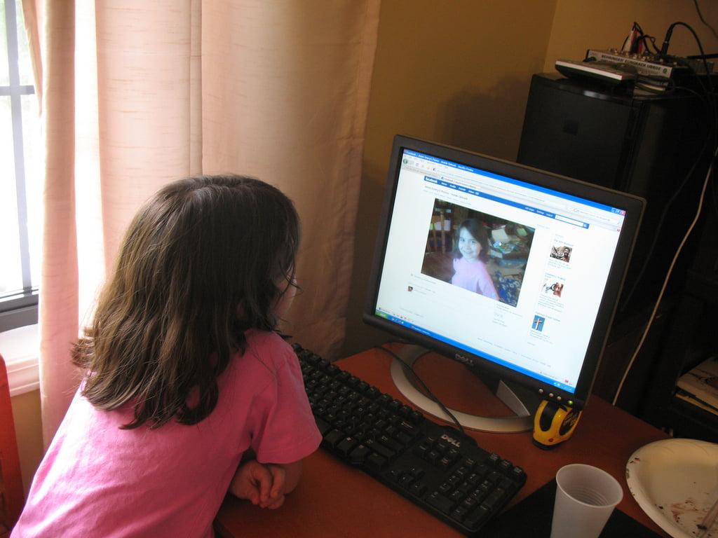 Facebook bu kez küçük çocukları hedef aldı webhakim p 1691
