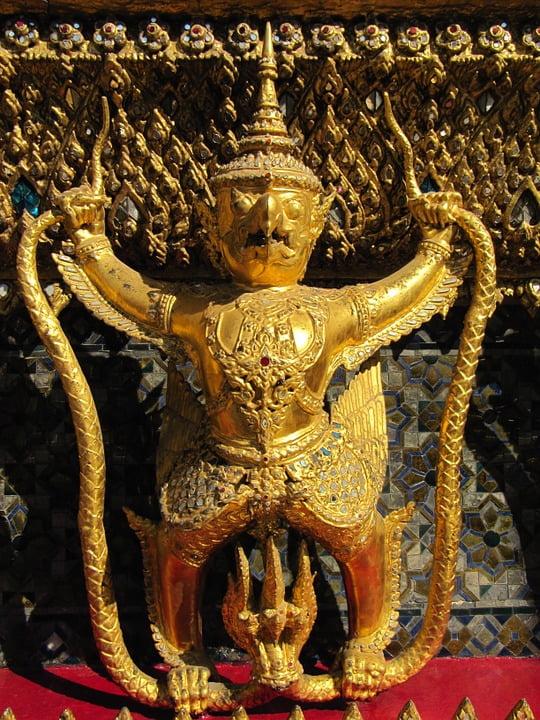Facebook Tayland Kralının videosunu yasakladı