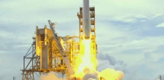 Space-X,-Dragon-Kapsülünü-Yeniden-Fırlattı-ve-Tarihe-Geçti-webhakim-p-1480