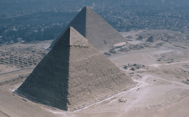 mısır piramitlerinin özellikleri